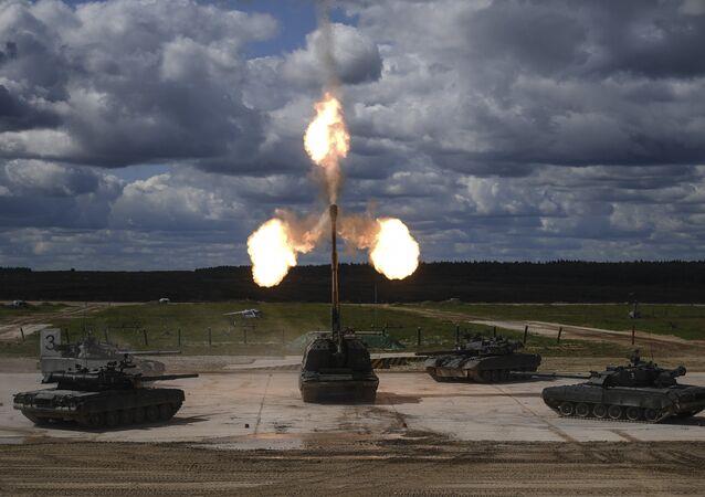 Los tanques T-90 y el obús autopropulsado Msta-S