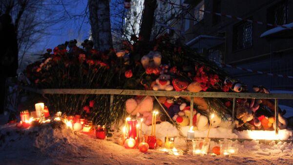 Las velas en memoria de fallecidos en Magnitogorsk - Sputnik Mundo