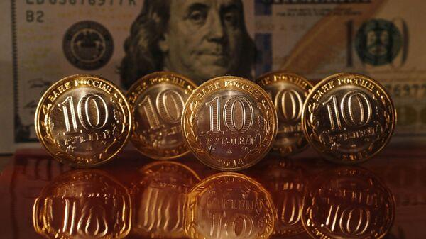 Rublos y dólares - Sputnik Mundo