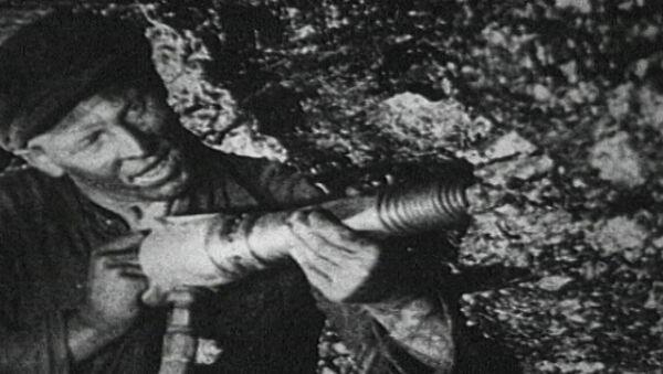 Se cumplen 113 años del nacimiento del legendario minero soviético Stajánov - Sputnik Mundo
