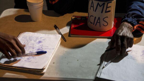 Cuadernos para la recolección de firmas en apoyo a las demandas de los manifestantes - Sputnik Mundo
