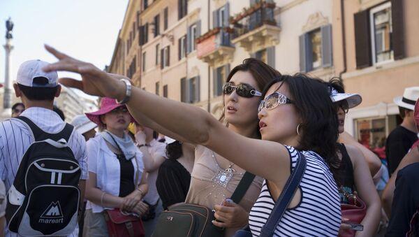 Dos turistas japonesas en Roma - Sputnik Mundo