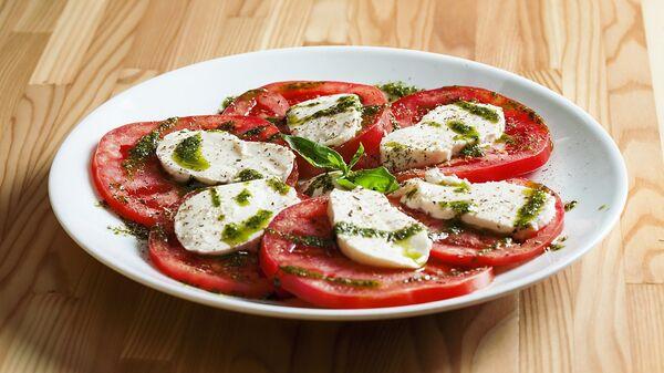 Tomates con mozzarella - Sputnik Mundo