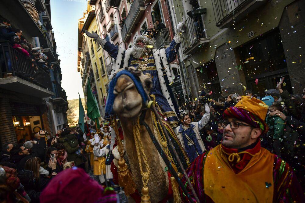 La cabalgata de los Reyes Magos en Pamplona, España