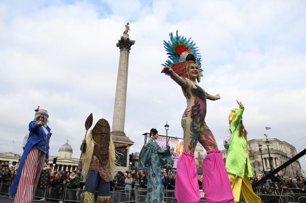 Participantes de la marcha anual del Día de Año Nuevo en Londres, Reino Unido