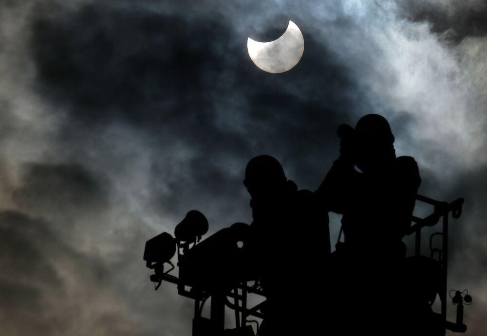 El primer eclipse solar parcial del año 2019, observado desde Tokio, Japón