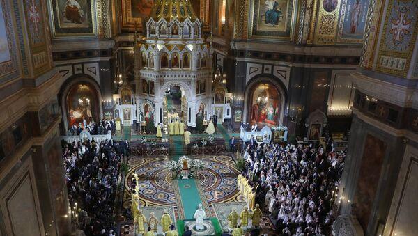 La misa ortodoxa de la Nochebuena en la catedral de Cristo Salvador de Moscú - Sputnik Mundo
