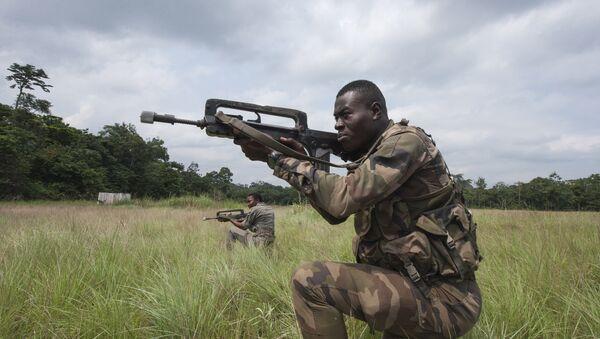 Un miembro de las fuerzas de seguridad de Gabón - Sputnik Mundo