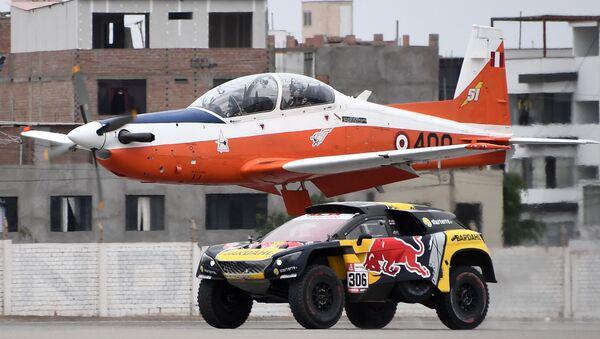 El piloto francés Sebastien Loeb desafió en velocidad a un avión - Sputnik Mundo