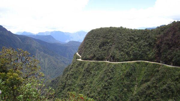 La antigua ruta de La Paz a Coroico, en Bolivia, considerada por algunos la ruta más peligrosa del mundo - Sputnik Mundo