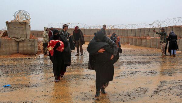 Refugiados sirios en el campamento de Rukban - Sputnik Mundo