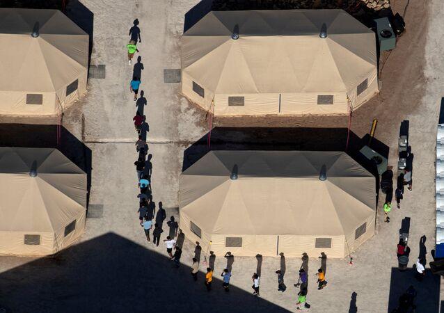 Niños migrantes en Tornillo, Texas