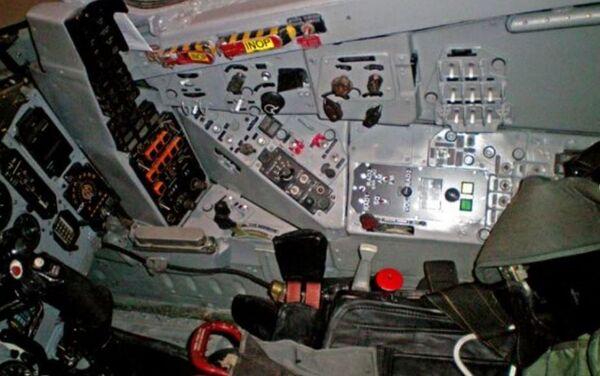 La cabina del MiG-29UB que está a la venta - Sputnik Mundo