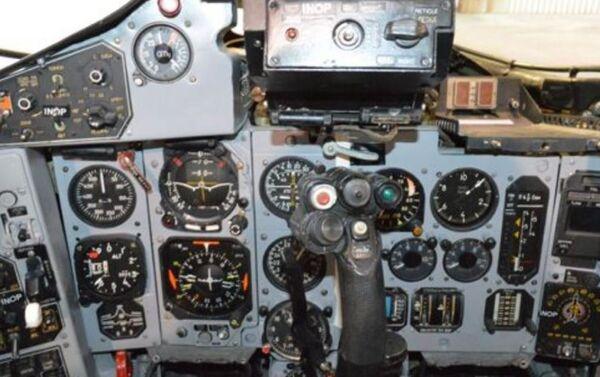 Los mandos de control del MiG-29UB que está a la venta - Sputnik Mundo