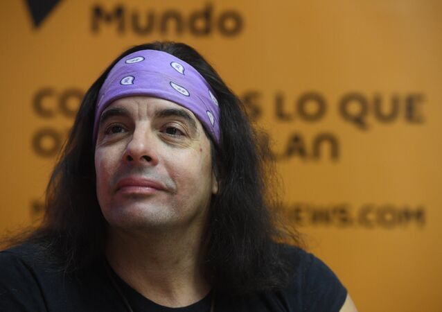 José Miguel Sánchez Gómez (Yoss), escritor de ciencia ficción cubano, durante su entrevista en Sputnik