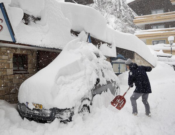 Efectos de una nevada en Filzmoos - Sputnik Mundo