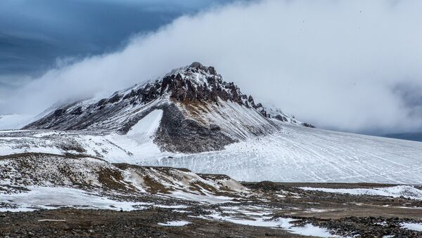 Una isla en el océano Glacial Ártico (archivo) - Sputnik Mundo