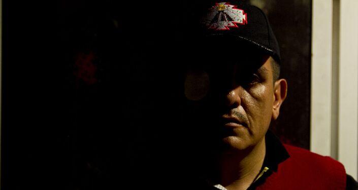 Roberto Josué Bermúdez Olivos, el profesor herido, posa para fotografía
