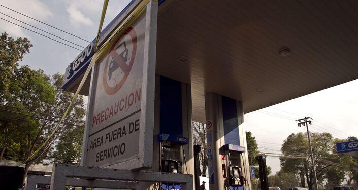 Una gasolinera a la que le duro cuatro horas los 20.000 litros de una pipa de gasolina