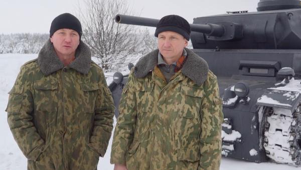 Unos hermanos rusos logran construir una impresionante réplica de un tanque alemán - Sputnik Mundo