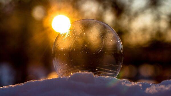 Sol y una bola de cristal (imagen referencial) - Sputnik Mundo