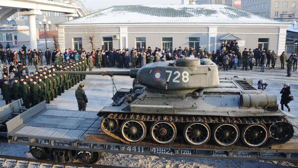 Los legendarios tanques T-34 vuelven a 'casa' - Sputnik Mundo