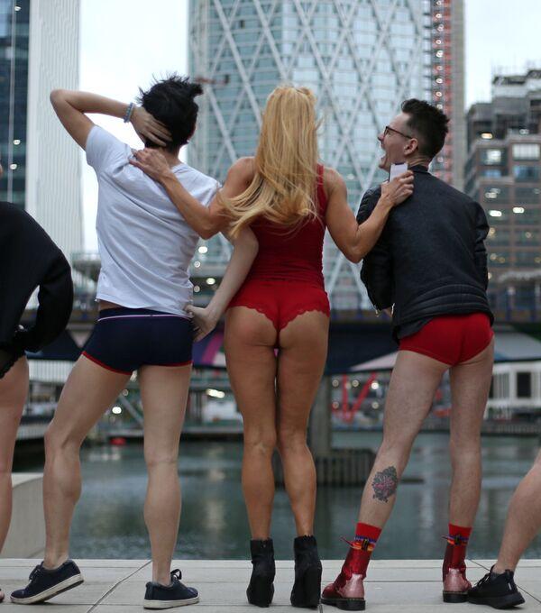 Sin pantalones en el metro, un insólito 'flashmob' mundial - Sputnik Mundo