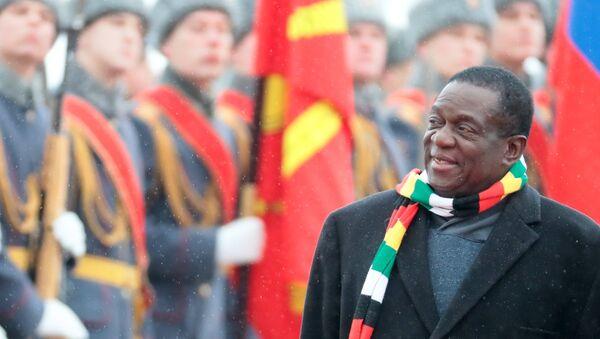 Emmerson Mnangagwa, presidente de Zimbabue tras llegar a Moscú, Rusia - Sputnik Mundo