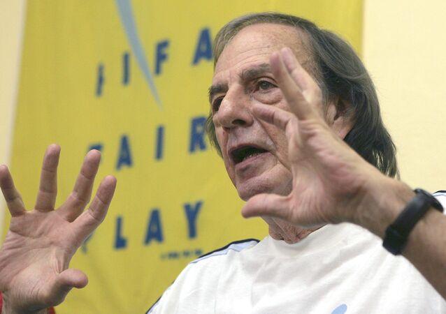 César Menotti, director técnico de la selección nacional de fútbol argentino