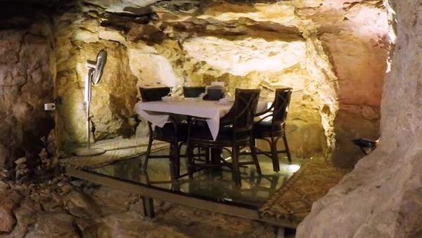 'Condimentar con historia': conoce el restaurante jordano en una cueva de hace millones de años - Sputnik Mundo