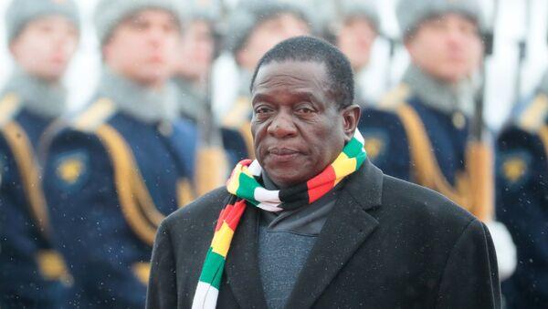 Emmerson Mnangagwa, presidente de Zimbabue - Sputnik Mundo