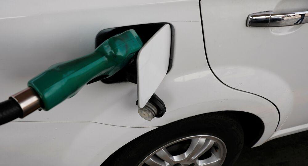 Un coche en una gasolinera en Ciudad de México