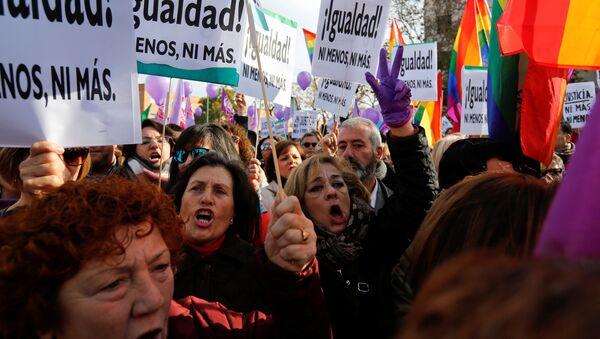 Manifestaciones feministas en España - Sputnik Mundo