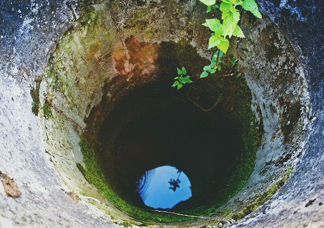 Un pozo de agua, referencial