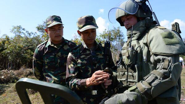 Desminado del territorio de Laos por zapadores rusos - Sputnik Mundo