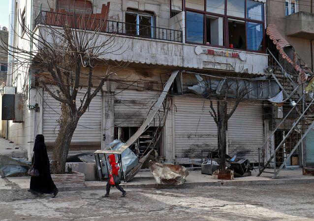 Lugar del atentado en Manbij, Siria