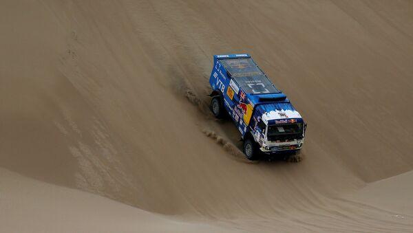 Un camión kamaz en la competencia del Rally Dakar - Sputnik Mundo