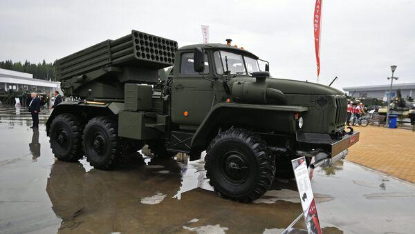 Lanzaderas múltiples de misiles rusas Tornado-G (archivo) - Sputnik Mundo