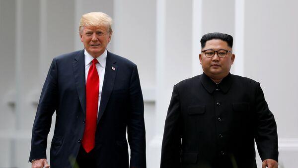 Kim Jong-un, líder norcoreano, y Donald Trump, presidente de EEUU - Sputnik Mundo