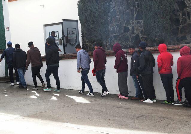 Los migrantes en la frontera entre México y EEUU
