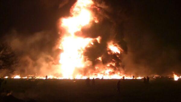 Fuertes imágenes: la gente en llamas trata de escapar del enorme incendio en México - Sputnik Mundo