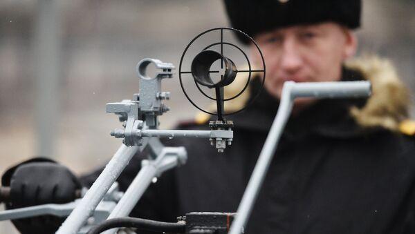 Una ametralladora de gran calibre en el nuevo buque equipado con el sistema de misiles universales de alta precisión Kalibr - Sputnik Mundo