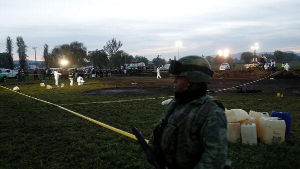 El lugar de la explosión en Tlahuelilpan, México - Sputnik Mundo