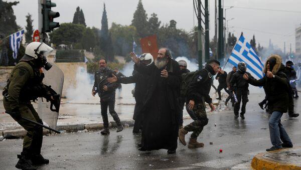 Полицајци и демонстранти током немира на протестима против грчко-македонског Преспанског споразума о промени имена Македоније - Sputnik Mundo