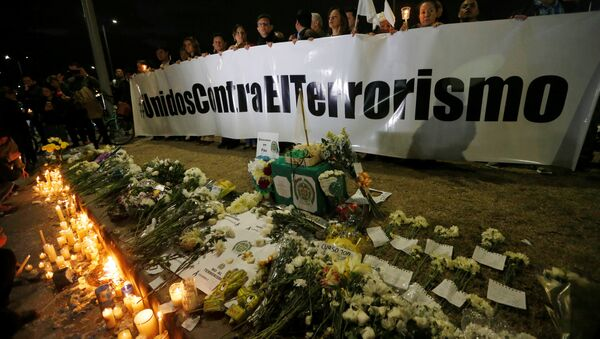Homenaje a las víctimas del atentado en Bogotá, Colombia - Sputnik Mundo