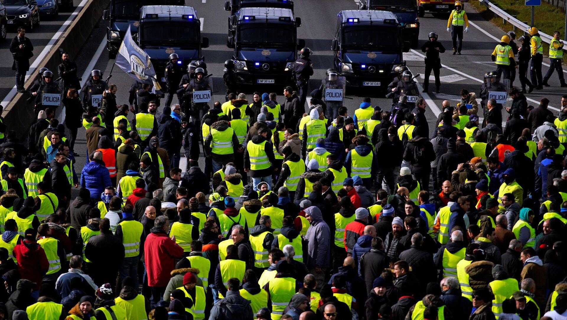 Manifestación de los taxistas españoles en Madrid, España - Sputnik Mundo, 1920, 22.01.2019