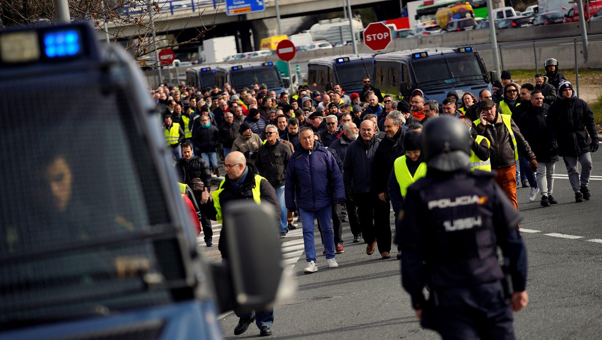 Protestas de los taxistas españoles en Madrid, España - Sputnik Mundo, 1920, 22.01.2019