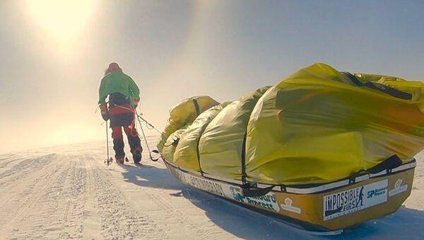 Colin O'Brady, el primer ser humano en atravesar la Antártida solo - Sputnik Mundo