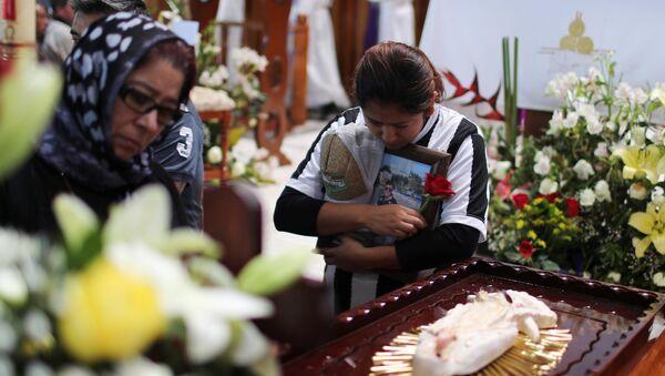 Los familares de los fallecidos en la explosión de un oleoducto en México - Sputnik Mundo