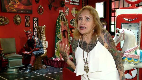 Joven de alma: una anciana argentina de 87 años se tatúa casi todo el cuerpo - Sputnik Mundo